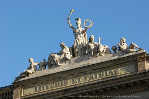 Fronton du Palais Universitaire - crédit photographique Bernard Braesch
